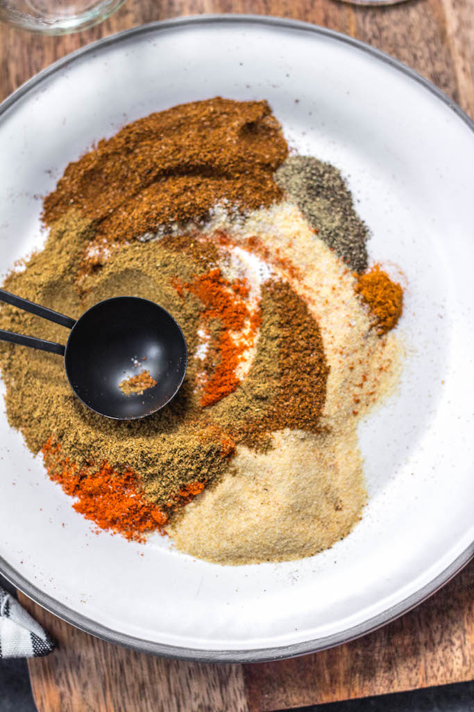 This Paleo and Whole30 homemade fajita seasoning is quick and easy to make, and a much healthier alternative to store bought packages. It's also keto, and gluten free. There's no sugar in it, no additives, and it's a great all purpose spice blend to keep on hand for fast chicken or steak fajitas, shrimp, soups, dry rubs, vegetables and more. #whole30spices #whole30fajitas #paleospiceblends #paleofajitas #ketofajitas #homemadefajitaseasoning