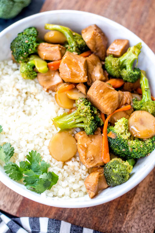 This Paleo and Whole30 instant pot chicken broccoli stir fry is a great weeknight dinner made in one pot and in under 30 minutes. It's not only a Whole30 instant pot recipe, but it's low carb and gluten-free, so you can enjoy a guilt free Chinese inspired meal or make a healthy meal prep recipe that will ensure delicious leftovers all week. #whole30instantpot #whole30stirfry #paleoinstantpot #whole30chickenrecipes #ketoinstantpot