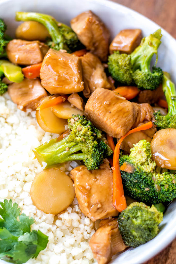 This Paleo and Whole30 instant pot broccoli chicken stir fry is a great weeknight dinner made in one pot and in under 30 minutes. It's not only a Whole30 instant pot recipe, but it's low carb and gluten-free, so you can enjoy a guilt free Chinese inspired meal or make a healthy meal prep recipe that will ensure delicious leftovers all week. #whole30instantpot #whole30stirfry #paleoinstantpot #whole30chickenrecipes #ketoinstantpot